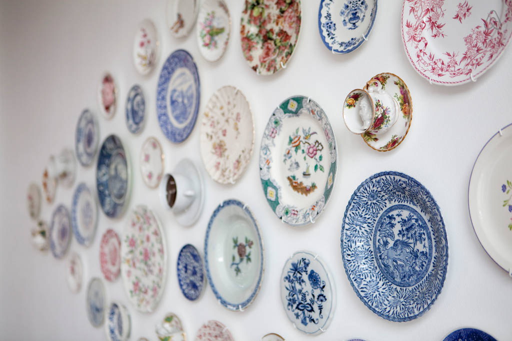 & Plate-Stand.co.uk - Wall Art Photo Gallery - Using Plates u0026 Tiles
